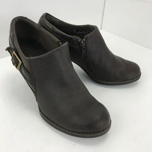 Clarks bendables  brown leather booties 8M